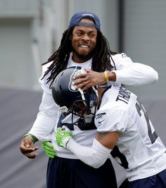 Awwww I love these two! Seahawks Sherman and ET!!