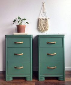 Ideas For Painted Furniture Colors Green Bedrooms Painted Furniture Colors, Colorful Furniture, Painted Side Tables, Green Painted Furniture, Painted Bedroom Furniture, Bedroom Night Stands, Painted Furniture, Side Tables Bedroom, Green Art Deco