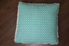 Housse de coussin tissu scandinave avec verso fausse fourrure blanche : Textiles et tapis par june-boutik