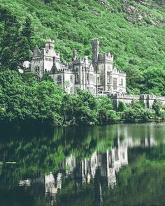 KYLEMORE ABBEY IN IRELAND! One of the most beautiful places to visit in Ireland! Uncovering the Best Castles in Ireland (Including Hotel Castles) - Avenly Lane Travel #ireland #castles