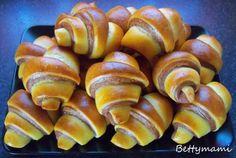 Csíkos kifli | Betty hobbi konyhája Bread Dough Recipe, Kids Meals, Nom Nom, Food And Drink, Rolls, Sweets, Cookies, Vegetables, Drinks