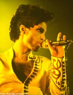 Prince on the Diamonds and Pearls tour (1992)....with the finger waves!