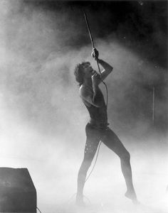 Post with 3283 views. Freddie Mercury in concert, 1977 Queen Freddie Mercury, Freddie Mercury Tattoo, Queen Love, Save The Queen, Brian May, John Deacon, Rock Bands, Mr Fahrenheit, Roger Taylor