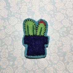Double cactus felt pin