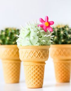 Turn an ice cream cone into a cactus ice cream cone with a few sprinkles and some cactus flavored ice cream! Get the recipe here for your next party! Love this creative dessert idea for birthday parties and summer parties. Slow Cooker Desserts, Flavor Ice, Festa Party, Snacks Für Party, Taco Party, Mexican Party, Cute Food, Frozen Treats, Cupcake Cakes