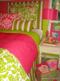 Looking at this makes me want to redecorate my room! So preppy and cute! #17college