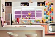 Precisa de inspiração para decorar a cozinha? Separamos 30 ambientes coloridos - e pequenos. Confira e inspire-se!