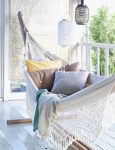 Inspirational examples of outdoor summer lounging spaces Someday this will be my reading nook. a cozy hammock on a breezy porch. Can't get much better.Someday this will be my reading nook. a cozy hammock on a breezy porch. Can't get much better. Beach Cottage Style, Beach House Decor, Home Decor, Coastal Style, Outdoor Spaces, Outdoor Living, Outdoor Beds, Balkon Design, Apartment Balconies