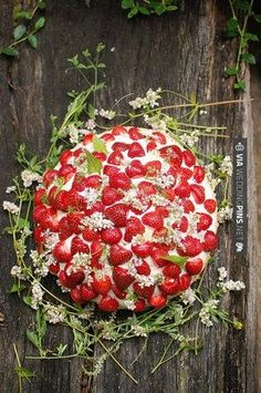 Brilliant - strawberry wildflower cake | CHECK OUT MORE GREAT RED WEDDING IDEAS AT WEDDINGPINS.NET | #weddings #wedding #red #redwedding #thecolorred #events #forweddings #ilovered #purple #fire #bright #hot #love #romance #valentines