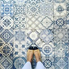 Baby's Got Blue Eyes. #ihavethisthingwithfloors#ihavethisthingwithtiles#ihaveathingwithfloors#amazingfloorsandwanderingfeet#carrelage#fromwhereistand#igers#instagood#jj#lookyfeets#lookingdown#singaporegypsy#blueandwhite#somethingblue#selfeet#shoefie#tiles#tileaddiction#tiletuesday#viewfromthetop#interiordesign#chanelshoes by singaporegypsy