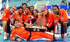 The Micromax Indian Aces pose with their winner´s trophy after clinching the inaugural IPTL title
