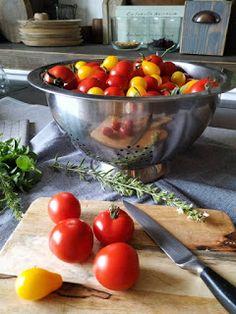PASTU domov: Pečená rajčata Serving Bowls, Food And Drink, Vegetables, Drinks, Tableware, Drinking, Beverages, Dinnerware, Tablewares