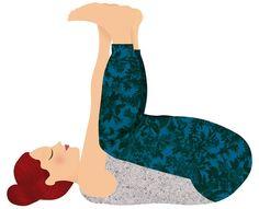 Yoga para dormir: postura del bebé feliz. Tumbada de espaldas, con las rodillas replegadas sobre el pecho, sujeta la planta de los pies con las manos, sin despegar la nuca del suelo, y acercando las rodillas lo más que puedas a las axilas. Si te resulta difícil, puedes utilizar un cinturón para agarrarte los pies. Importante: los talones deben estar alineados con las rodillas y la espalda pegada al suelo. Mantén ocho o 10 respiraciones, balanceándote hacia adelante y hacia atrás.
