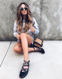 Flat Shoes Outfit, Miu Miu Ballet Flats, Eyewear, Walking, Chic, Instagram Posts, Outfits, Fashion, Loafers & Slip Ons