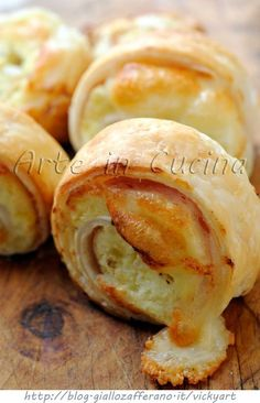Swivels pastry with potatoes, ham cooked, and philadelphia