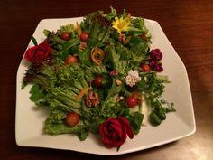 Green salad by eatflowers