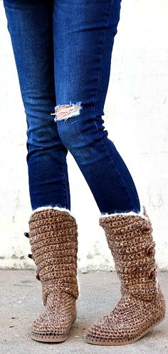 UGG-style crochet boots with flip flop soles - free pattern included