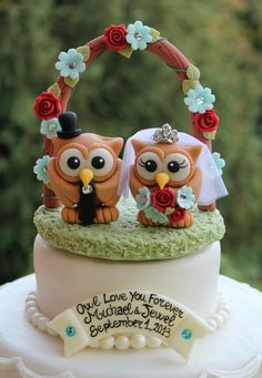 Wedding owl cake topper with grass base and floral by PerlillaPets