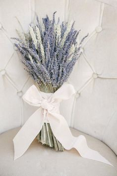 Alternative Wedding Bouquet Ideas A bushel of lavender is a gorgeous and fragrant bouquet idea for a French Provençal or wine country wedding.A bushel of lavender is a gorgeous and fragrant bouquet idea for a French Provençal or wine country wedding. Purple Wedding, Wedding Colors, Dream Wedding, Spring Wedding, Bow Wedding, Perfect Wedding, Bouquet Wedding, Bridesmaid Bouquet, Wedding Cakes