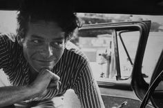 Garry Winogrand was a street photographer known for his portrayal of America in the mid century. He was influenced by Walker Evans and Robert Frank Garry Winogrand, Creative Photography, Street Photography, Super Cool Stuff, World Street, Shadow Photos, Robert Frank, New York Photographers, Martin Parr