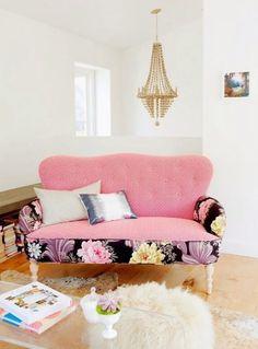 karisik desenli doseme kumas ile koltuk kaplama patchwork berjer kanepe koltuk yastik ornekleri (10) – Dekorasyon Cini