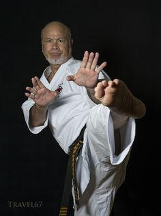 Kiyohide Shinjo, a Uechi Ryu karate master and a nine-time all-Okinawa kata and kumite champion. He dominated karate to such an extent he was known as the Okinawan Superman. Isshinryu Karate, Karate Kid Cobra Kai, Chinese Martial Arts, Mixed Martial Arts, Okinawan Karate, Art Of Fighting, Mma Boxing, Martial Artists, Aikido