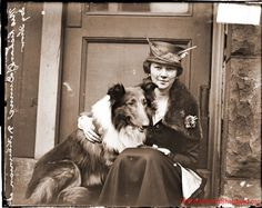 Early 20th century/1900s vintage photo of stylish lady in a hat with her collie dog