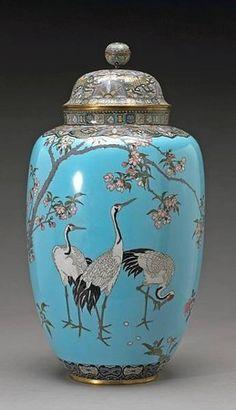 Japanese__CLOISONNE A massive cloisonné enamel covered urn - Meiji Period Japanese Porcelain, Japanese Pottery, Japanese Art, Chinoiserie, Ceramic Pottery, Ceramic Art, Keramik Vase, Art Japonais, Art Decor