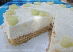 Un tort racoritor de vara, un tort cu pepene galben si lichior de cocos, si pliiin de inimioare dulci si aromate…ce poate fi mai apetisant de-atat?! 😀 Ingrediente: – 1 blat de pandispan (cu diametrul de 26 cm) Crema: – 1 pepene galben ( cca. 1 kg) – 5 linguri suc de lamaie – 1-2 … Romanian Desserts, Russian Desserts, Sweet Desserts, Vanilla Cake, Cheesecake, Deserts, Beverages, Ice Cream, Vegetarian