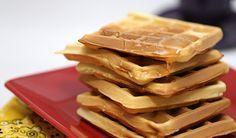 Se tem uma coisinha simples e que todos gostam é o waffles, rapidinho de fazer ele é uma delícia para comer quentinho no café da tarde. Veja a receita aqui.