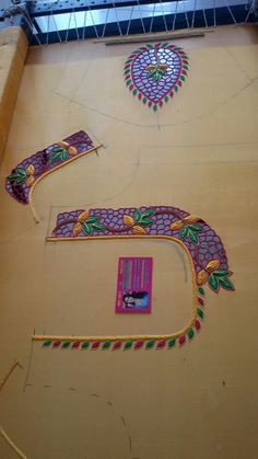 Cutwork Blouse Designs, Fancy Blouse Designs, Bridal Blouse Designs, Bead Embroidery Patterns, Aari Embroidery, Machine Embroidery Designs, Chudidhar Neck Designs, Hand Designs, Sleeve Designs