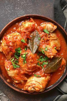 Italian Dishes, Italian Recipes, Crushed Tomato Recipe, Chicken Tomato Sauce Recipe, Italian Chicken Cacciatore, Crockpot Chicken Cacciatore, Chicken Caccitore, Sauce Chasseur, Cacciatore Recipes