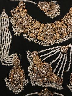 Bridal Earrings Pearl Earrings Wedding Earrings Drop Earrings Bijoux Gold Earrings Wedding Jewelry Gift for her Art deco style Earrings Chic - Custom Jewelry Ideas Pakistani Bridal Jewelry, Indian Wedding Jewelry, Wedding Jewelry Sets, Bridal Jewellery, Jewellery Shops, Indian Bridal, Indian Jewelry Earrings, Indian Jewelry Sets, Bridal Earrings