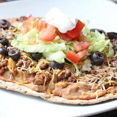 Skinny Taco Flatbread from Skinny Mom, yum! Healthy Cooking, Healthy Snacks, Healthy Eating, Healthy Recipes, Clean Eating, Ww Recipes, Mexican Food Recipes, Cooking Recipes, Macro Recipes