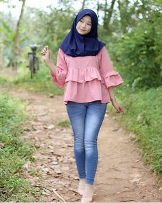Image may contain: 1 person, standing, shoes and outdoor Beautiful Muslim Women, Beautiful Hijab, Hijab Jeans, Indonesian Girls, Hijab Chic, Girl Hijab, Hijab Fashion, Girl Photos, Stylists