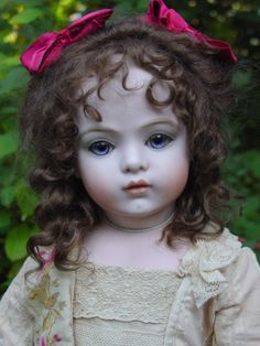 Beautiful antique Gieszer doll.