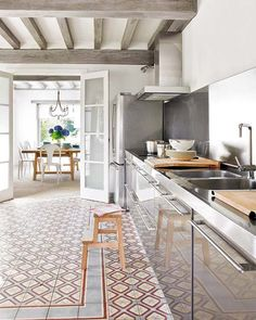 IN THE KITCHEN :: COMMERCIAL VS. CONVENTIONAL - coco+kelley Huge sinks!  lots of stainless,