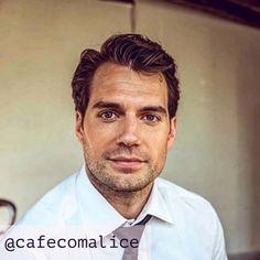 """48 curtidas, 3 comentários - Café com Alice (@cafecomalice) no Instagram: """"Desculpe o transtorno, preciso compartilhar Henry Cavill. Não é nenhum crítica de cinema, nenhum…"""""""