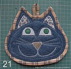 Set of two cat potholders by SewWhatCreationsLiz on Etsy Set of two . Set of two cat potholders by SewWhatCreationsLiz on Etsy Crochet Potholder Patterns, Mug Rug Patterns, Quilted Potholders, Sewing Patterns Free, Cloth Patterns, Hot Pads, Cat Quilt, Denim Crafts, Fabric Rug