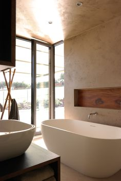 Loreta Homes Pysely bungalow Sydney interior bathroom Free architects 2015 Small Bathtub, Feature Tiles, Interior Decorating, Interior Design, Beautiful Interiors, Decoration, My Dream Home, Future House, Contemporary Design