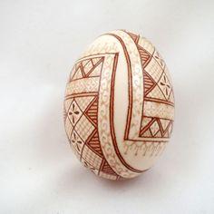 IMG_0844 Cool Easter Eggs, Ukrainian Easter Eggs, Dot Art Painting, Tole Painting, Egg Shell Art, Brown Eggs, Egg Crafts, Egg Art, Egg Decorating