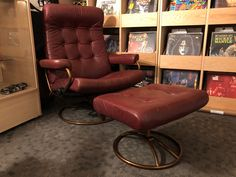 The perfect Mid Century Modern chair to relax and listen to vinyl records. Vintage Man Cave Ideas, Vinyl Record Storage, Vinyl Records, Repurposed, Mid-century Modern, Relax, Mid Century, Comfy, Chair