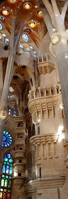 La arquitectura es una parte grande del arte de cataluña. Esta foto es de la…