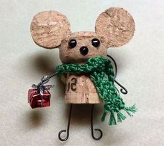 Topolino con tappi di sughero Christmas Crafts For Kids To Make, Holiday Crafts, Wine Cork Crafts, Christmas Wine, Christmas Decorations, Christmas Ornaments, Reno, Diy Weihnachten, Business For Kids