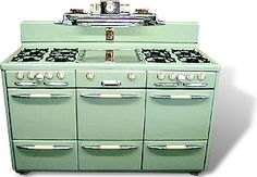 60 Ideas For Kitchen Retro Decor Vintage Stoves Kitchen Stove, Old Kitchen, Green Kitchen, 1920s Kitchen, Alter Herd, Kitchen Design, Kitchen Decor, Kitchen Ideas, Kitchen Photos