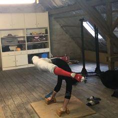 Art Ballet, Male Ballet Dancers, Ballet Boys, Flexibility Dance, Gymnastics Flexibility, Acrobatic Gymnastics, Amazing Gymnastics, Gymnastics Videos, Dance Choreography Videos