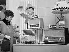 1963. Lottó Áruház a Rákóczi úton. Mambó magnetofon.