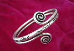Upper arm bracelet, a beautiful piece of swirl jewellry, ethnic, tribal bijoux - Hmong silver, boho jewelry. Perfect jewels to your accessories. Check out this pin on the following link for more details: https://www.etsy.com/listing/456956456/silver-bracelets-for-women-upper-arm?ref=shop_home_active_3
