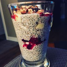 Wild Rose Cleanse isn't bad when you can make a chai seed parfait like this bad . - Foraging the Wood - Detox Recipes Smoothie Detox, Smoothie Recipes, Snack Recipes, Dessert Recipes, Delicious Recipes, Smoothies, Healthy Recipes, Desserts, Parfait