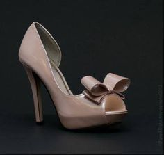 Johnathan Kayne Bow Shoe , Champagne  1 pair size 6  Regular price $86.00, SALE price ONLY $42.00    Available at Angelique Bridal & Formal by Michelle in Winter Haven